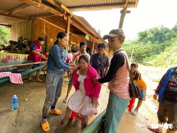 Rớt nước mắt hình ảnh hiện trường vụ sạt lở kinh hoàng ở Quảng Nam - Ảnh 10
