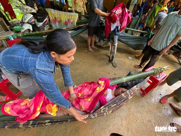 Rớt nước mắt hình ảnh hiện trường vụ sạt lở kinh hoàng ở Quảng Nam - Ảnh 11