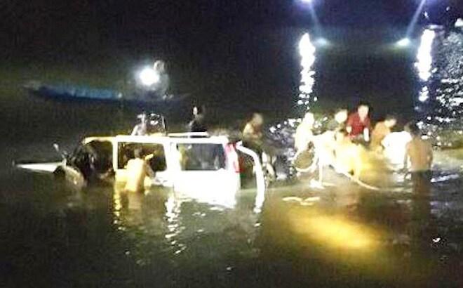 Vụ ô tô lao xuống sông, 5 người tử vong ở Nghệ An: Ai là chủ nhân chiếc xe? - Ảnh 1