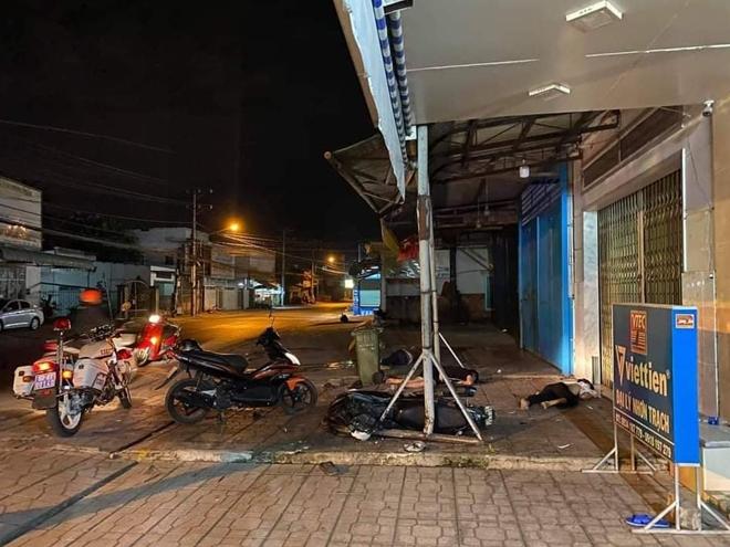Đồng Nai: Phát hiện 3 thanh niên tử vong bên đường sau tiếng động lớn - Ảnh 1