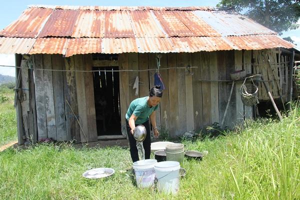 Tiền hỗ trợ COVID-19 lạc vào túi nhà giàu: Hai cán bộ ở Đắk Lắk bị kiểm điểm - Ảnh 2