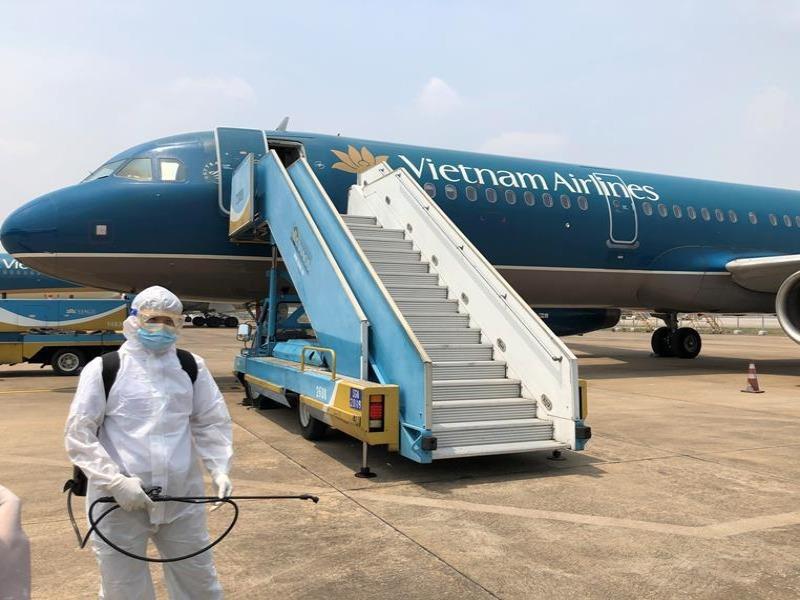 Hành khách đốt lửa, máy bay Vietnam Airlines phải dừng cất cánh khẩn cấp - Ảnh 1