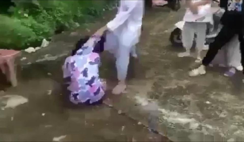 Vụ nữ sinh lớp 8 bị đánh hội đồng dã man ở Thanh Hóa: 6 học sinh hành hung bạn là ai? - Ảnh 1