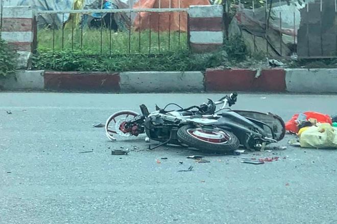 Hiện trường vụ xe tải tông tử vong người phụ nữ đi xe đạp điện rồi bỏ chạy - Ảnh 3