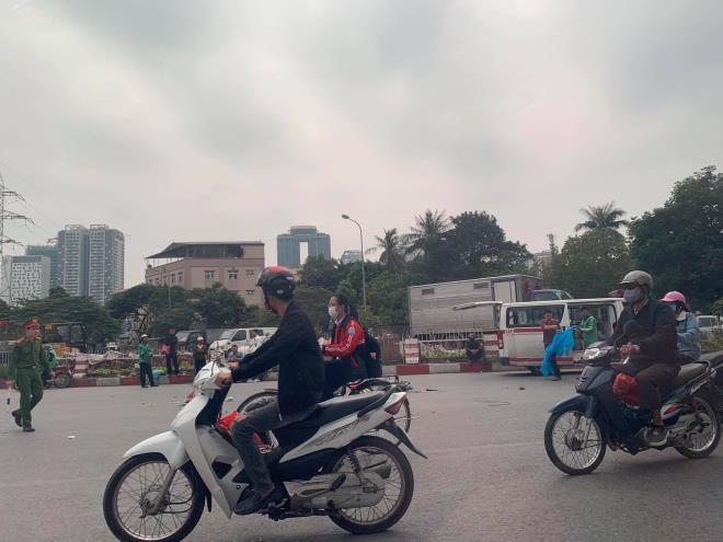 Hiện trường vụ xe tải tông tử vong người phụ nữ đi xe đạp điện rồi bỏ chạy - Ảnh 4