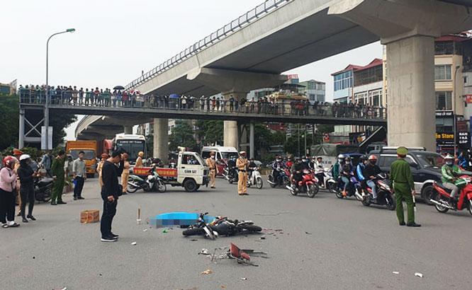 Hiện trường vụ xe tải tông tử vong người phụ nữ đi xe đạp điện rồi bỏ chạy - Ảnh 5