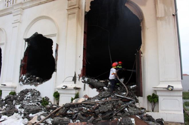 Vụ cháy quán bar, 3 người chết ở Vĩnh Phúc: Nạn nhân ẩn nấp trong nhà vệ sinh - Ảnh 1