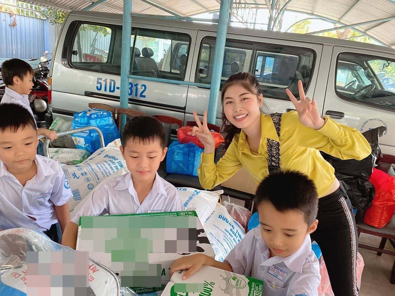 Cậu bé tiểu học kêu gọi được hơn 162 triệu cứu trợ miền Trung là ai? - Ảnh 5