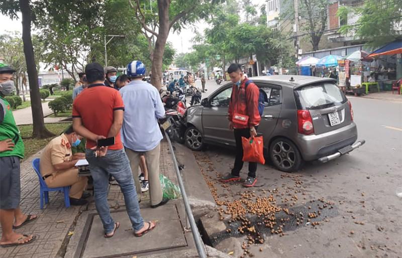Tin tai nạn giao thông ngày 13/12: Xe máy đâm thẳng bánh xe tải, nam thanh niên tử vong tại chỗ - Ảnh 2