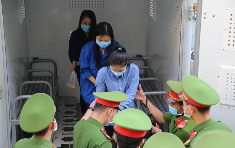"""Vụ cao tốc TP.HCM - Trung Lương: Bất ngờ lời khai của cháu gái Út """"trọc"""" tại tòa - Ảnh 1"""