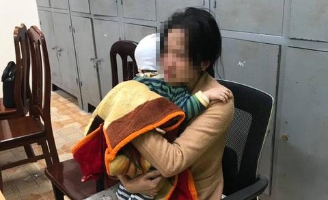CSGT ngăn người phụ nữ ôm con nhỏ định nhảy cầu Bãi Cháy tự tử - Ảnh 1