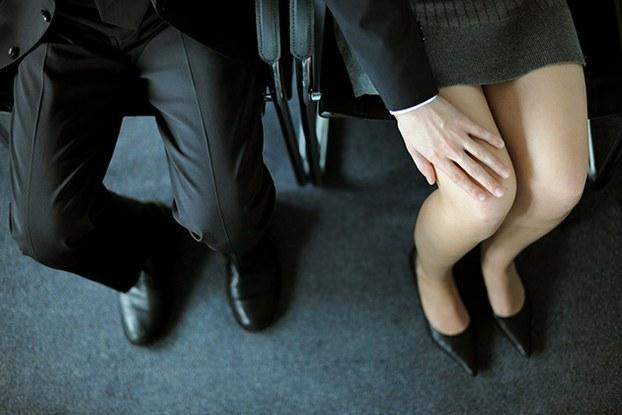 Từ năm 2021, những hành vi nào được xác định là quấy rối tình dục nơi làm việc? - Ảnh 1