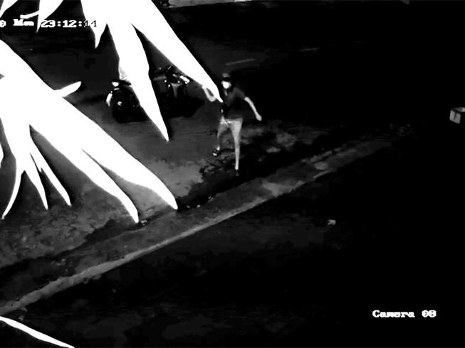 """Vụ phòng gym của Duy Nguyễn bị tạt mắm tôm: Camera ghi lại hình ảnh 2 thanh niên """"lạ"""" - Ảnh 1"""