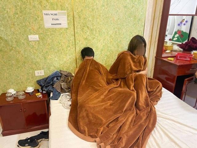 Vụ bắt 4 cặp nam nữ mua bán dâm ở nhà nghỉ tại Hà Nội: Bất ngờ lời khai của hotgirl 23 tuổi - Ảnh 1