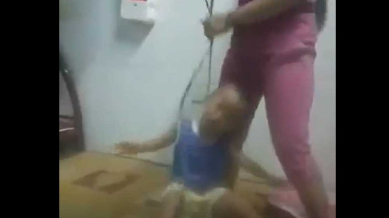 Người mẹ buộc dây vào cổ, đánh con dã man từng bị phạt hành chính vì bạo hành trẻ em - Ảnh 1