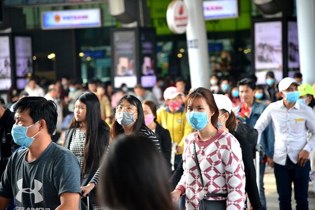 Tài xế, hành khách đi xe cần đeo khẩu trang, rửa tay bằng dung dịch sát khuẩn chống dịch bệnh do virus corona - Ảnh 1