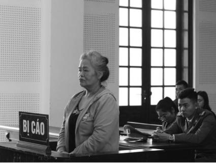 """9 lần hầu tòa, U60 khóc nức nở đổ tại """"hoàn cảnh"""" - Ảnh 1"""