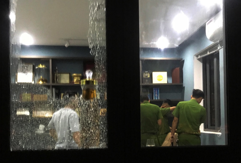 Trích xuất camera truy tìm nhóm thanh niên mang hung khí xông vào biệt thự ở Đà Nẵng đập phá - Ảnh 2
