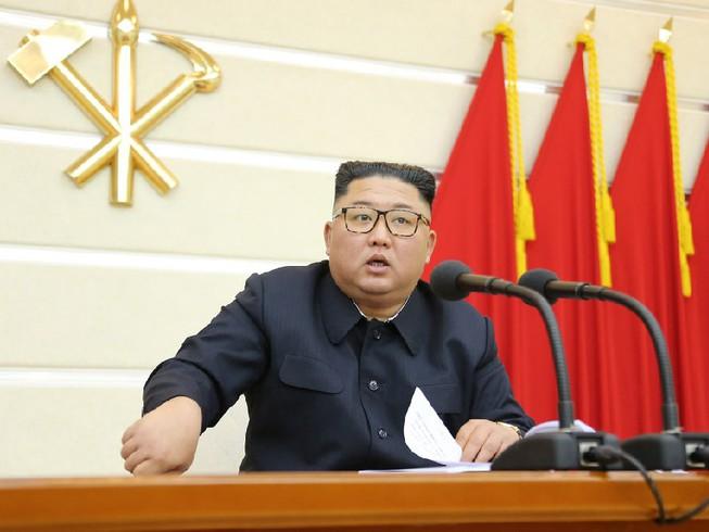 Ông Kim Jong-un họp bàn biện pháp phòng dịch Covid-19 - Ảnh 1