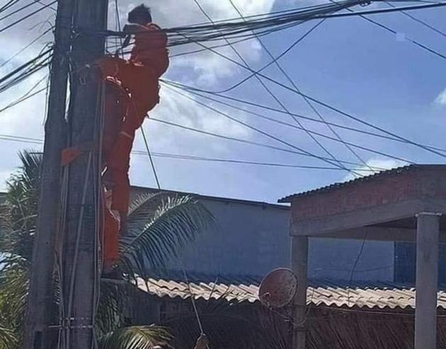 Thợ điện bị điện giật tử vong trên cột - Ảnh 1