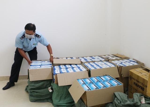 Trưng dụng 230.000 khẩu trang y tế xuất lậu để phục vụ phòng dịch Covid-19 - Ảnh 1