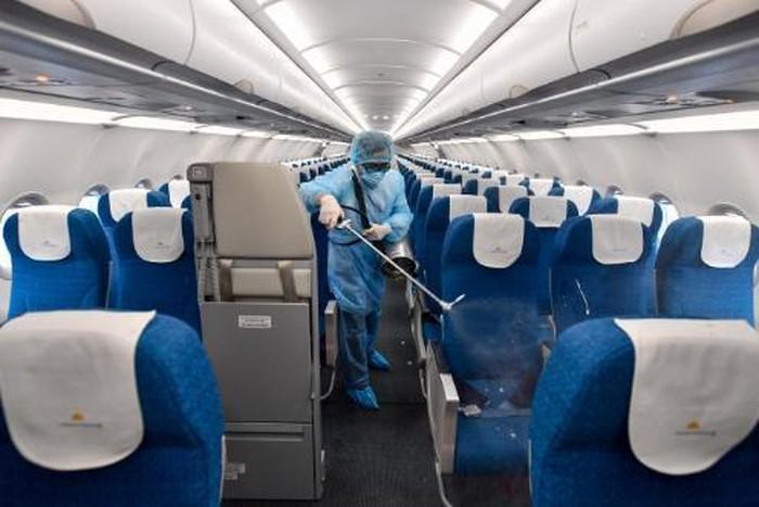 Bộ Y tế thông báo khẩn tìm hành khách trên 2 chuyến bay có người mắc Covid-19 - Ảnh 1