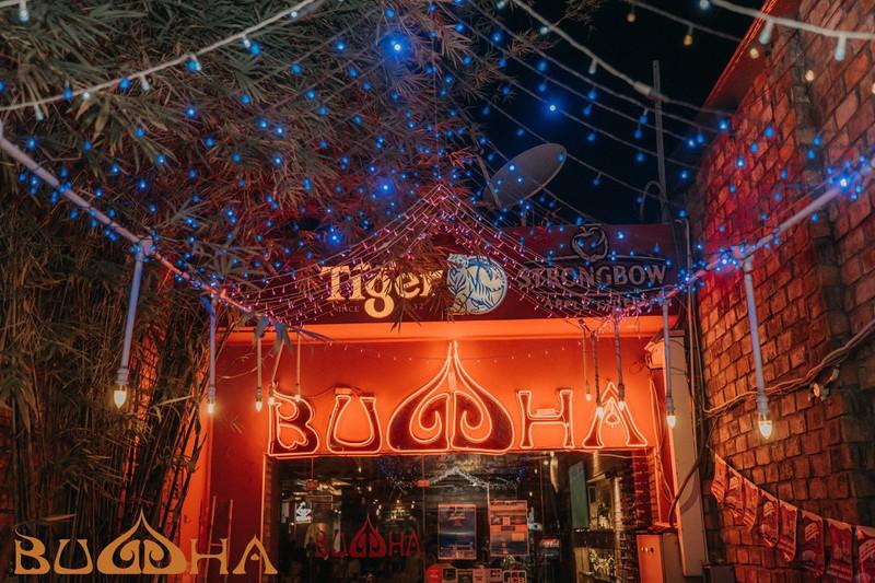 Cận cảnh quán bar Buddha gây tranh cãi vì sử dụng hình ảnh Phật giáo - Ảnh 3