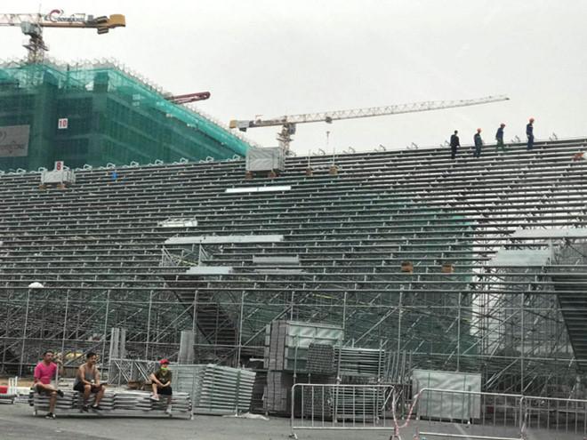Cận cảnh tháo dỡ khán đài F1 Hà Nội vì tạm hoãn đua xe, phòng dịch Covid-19 - Ảnh 8