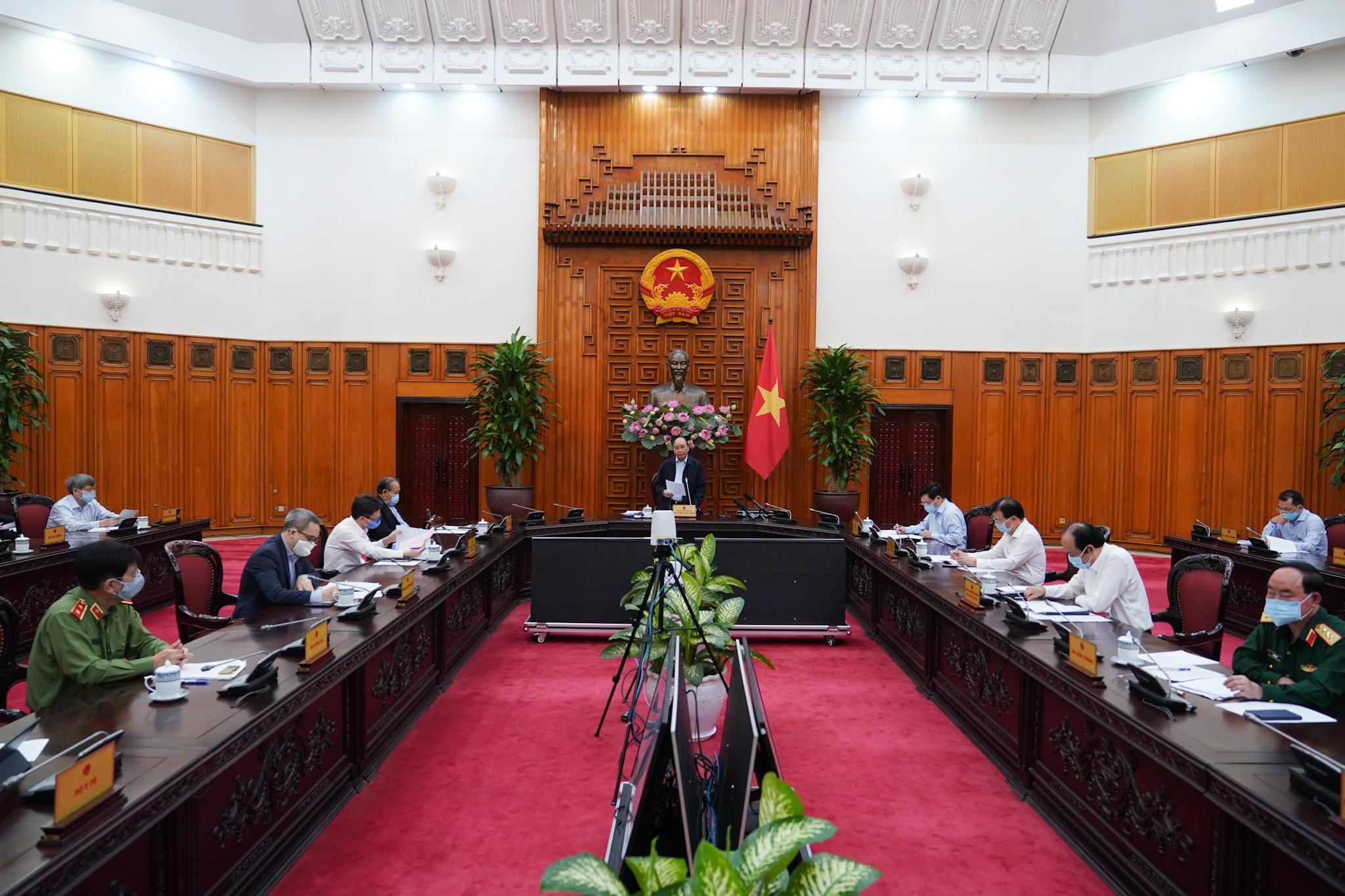Thủ tướng: Tạm dừng mọi hoạt động hội họp, tập trung trên 20 người - Ảnh 2