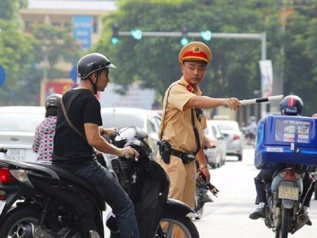 Đi xe máy không có, không mang theo giấy đăng ký bị phạt bao nhiêu tiền? - Ảnh 1