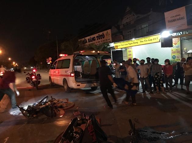 Xe máy đấu đầu, 1 người chết, 2 người bị thương nặng - Ảnh 1