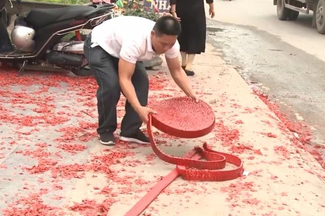 Điều tra vụ đám cưới ở Hà Nội đốt bánh pháo dài hơn 50m - Ảnh 1