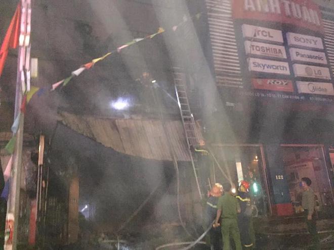 Vụ cháy nhà, 2 ông cháu tử vong ở Hà Tĩnh: Người đàn ông 63 tuổi phá rào sắt cứu 9 người thoát chết - Ảnh 2