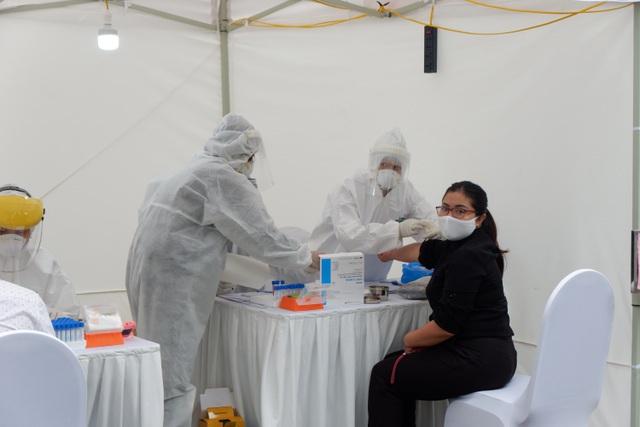 Hà Nội: Test nhanh hơn 750 mẫu, phát hiện 3 ca nghi ngờ mắc Covid-19 - Ảnh 1