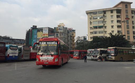Xe khách, taxi, xe buýt dừng hoạt động từ ngày 1/4 - Ảnh 1