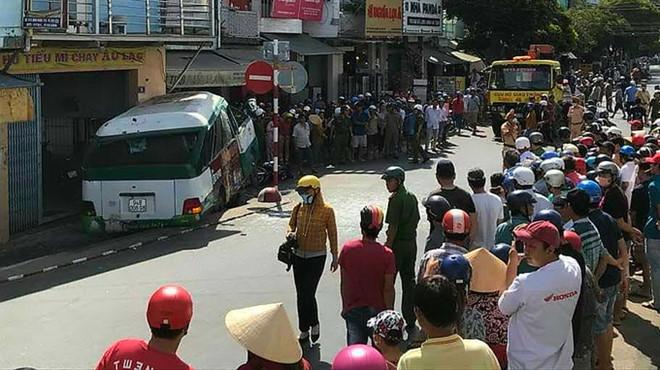 Vụ xe buýt tông chết người phụ nữ bán vé số: Thêm một nạn nhân tử vong - Ảnh 1