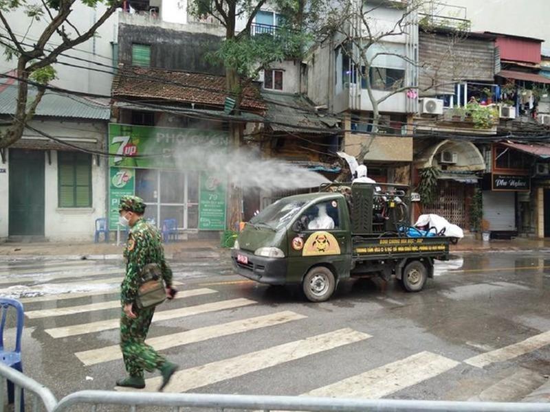 TP.HCM khẩn cấp tìm hành khách đi cùng chuyến bay với cô gái nhiễm Covid-19 ở Hà Nội - Ảnh 1