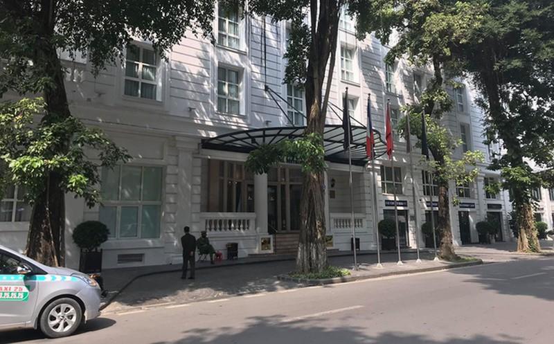 Khách sạn Metropole hoạt động trở lại, cách ly một phần - Ảnh 1