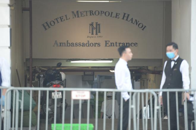 Khách sạn Metropole hoạt động trở lại, cách ly một phần - Ảnh 2