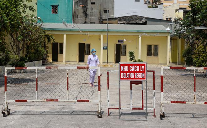 Lắp nội thất cho nhà nữ bệnh nhân Covid-19 ở Trúc Bạch, 4 người ở Hải Dương phải cách ly - Ảnh 1