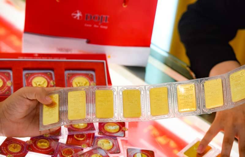 Giá vàng hôm nay 1/4/2020: Giá vàng SJC giảm 300.000 đồng/lượng - Ảnh 1