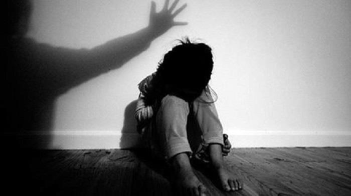 Tạm giữ gã đàn ông ở Thái Bình dâm ô bé gái 9 tuổi, chui vào gầm giường trốn khi bị phát hiện - Ảnh 1