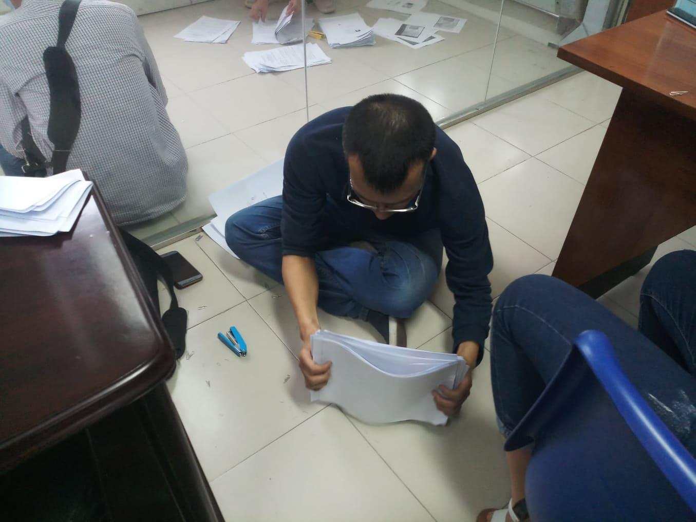 Cả trăm người chen lấn kinh hoàng xin giấy xác nhận ra ngoài thành phố Hải Phòng - Ảnh 5