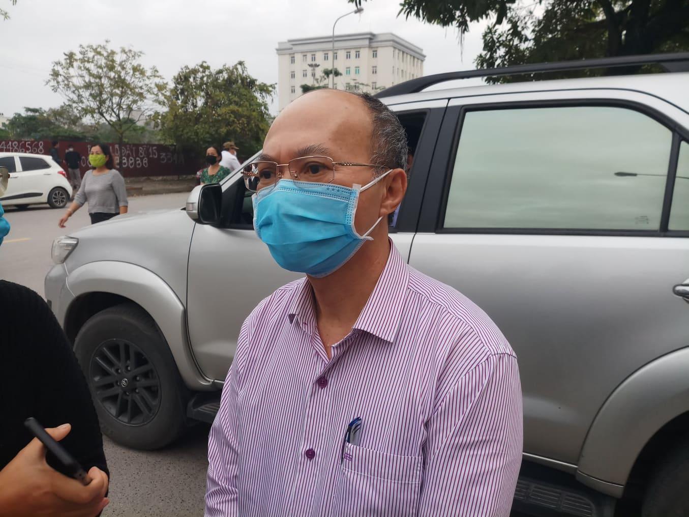 Cả trăm người chen lấn kinh hoàng xin giấy xác nhận ra ngoài thành phố Hải Phòng - Ảnh 7