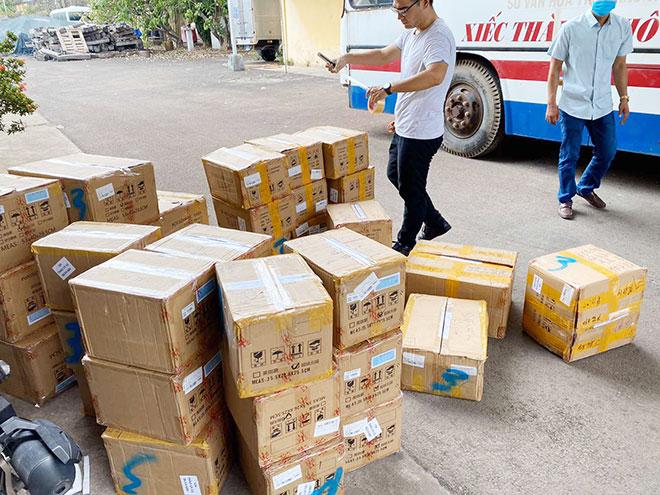 Cảnh sát đột kích kho mỹ phẩm nhập lậu của hoa hậu Nguyễn Thị Thu Thảo - Ảnh 1