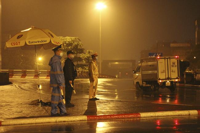 Công an Hà Nội lập 30 chốt giám sát người và xe vào Thủ đô - Ảnh 1