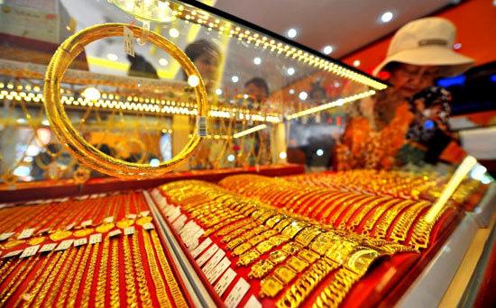 Giá vàng hôm nay 20/4/2020: Giá vàng SJC giảm 100.000 đồng/lượng - Ảnh 1