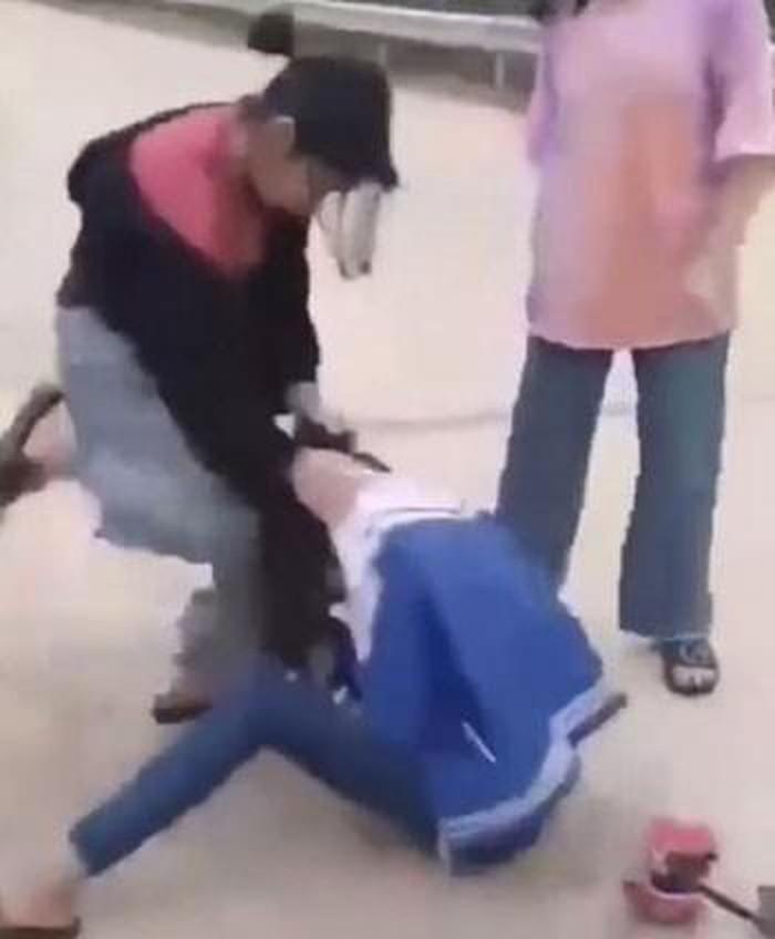 Vụ nữ sinh lớp 8 bị đánh hội đồng ở Nghệ An: Hé lộ nguyên nhân - Ảnh 1
