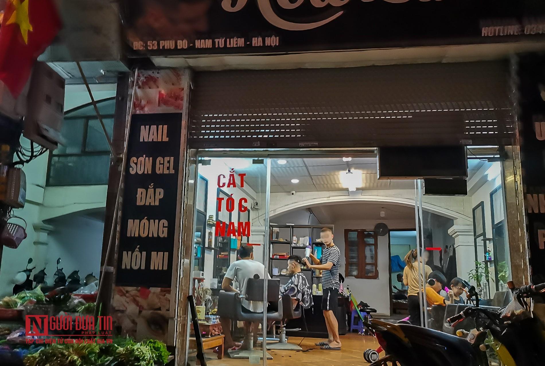 """Hà Nội: Bất chấp """"cách ly toàn xã hội"""", hàng quán ngang nhiên mở cửa đón khách - Ảnh 12"""
