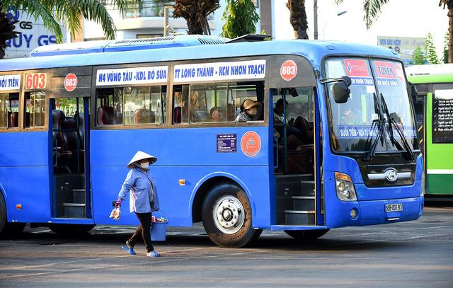 TP.HCM cho phép taxi, xe khách hoạt động, xe buýt chờ tới 3/5 - Ảnh 1
